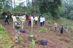 Kirinyaga Central Deputy County Commissioner Daniel Ndege with other government officials where they led the youth engaged in the Youth Mtaani Initiative in a tree planting exercise at Kerugoya boys